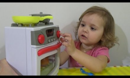 Готовим суп и играем с детской плитой Play with stove for cooking and cooking the Play Doh soup