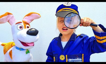 Little girl pretend play Police and helps Paw Patrol