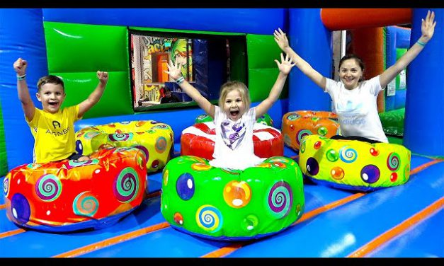 Roma and Diana play with Mom — Fun Indoor Playground for Kids and Family