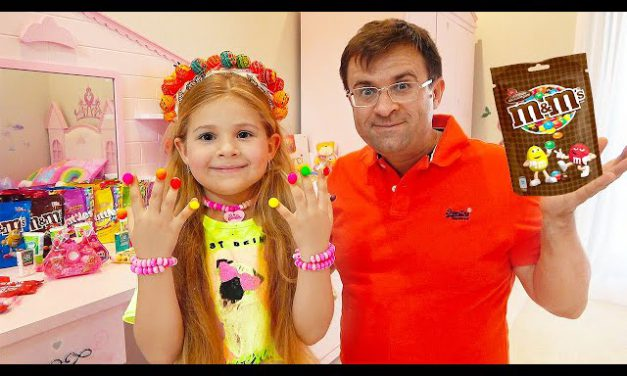 Diana and Dad Pretend Play Candy salon
