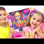 Diana and Roma Pretend Play Selling Dolls