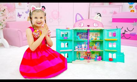 Diana and Roma Find Kitty Inside Special Gabby's Dollhouse Package!