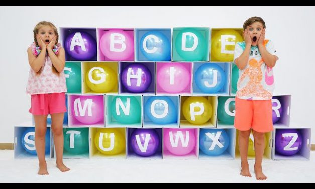 Diana and Roma learn the alphabet with balloons